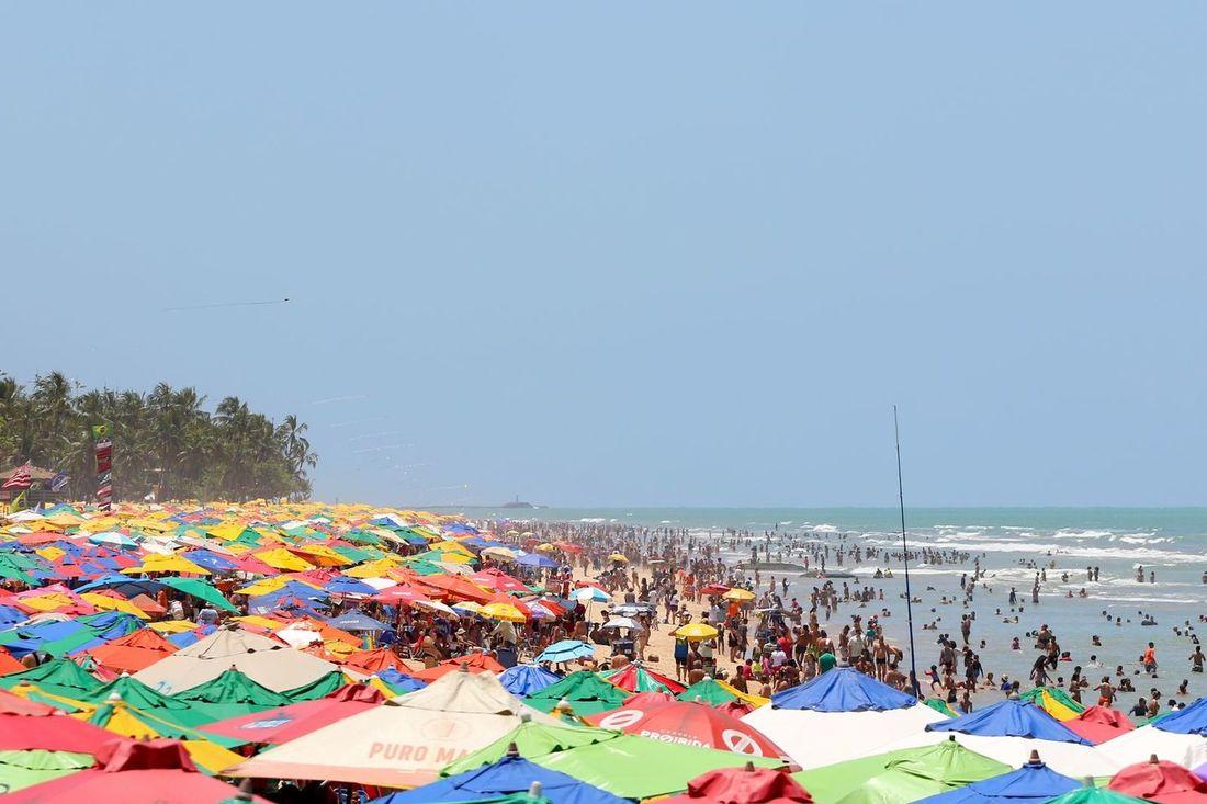 Movimentação na praia de Boa Viagem, no Recife - Foto: Ed Machado/Folha de Pernambuco